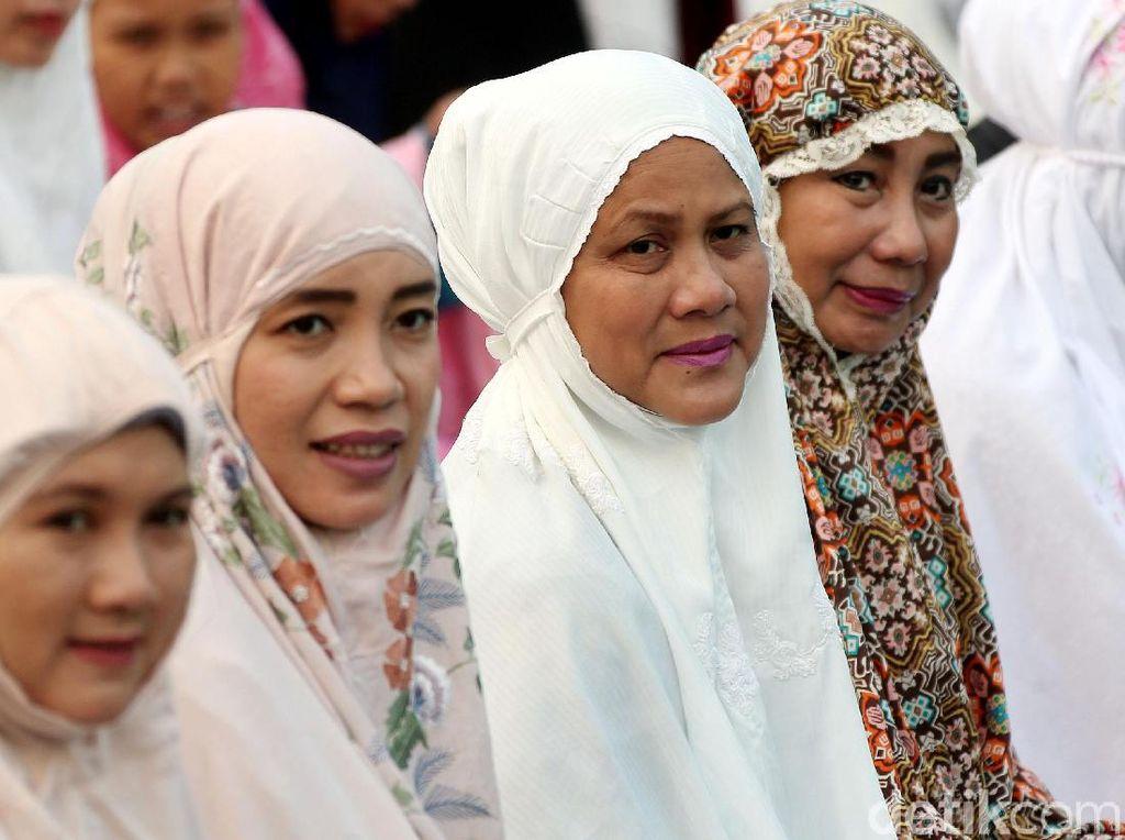 Potret Iriana Jokowi Salat Idul Adha Bareng Umat Muslim di Bogor