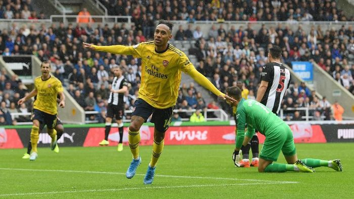 Aubameyang mencetak gol untuk memberi Arsenal kemenangan atas Newcastle United di pekan pertama Liga Inggris (Stu Forster/Getty Images)
