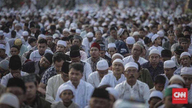 Suasana pelaksanaan salat Iduladha 1440 Hijriah di Jatinegara, Jakarta, 12 Agustus 2019. CNN Indonesia/Bisma Septalisma