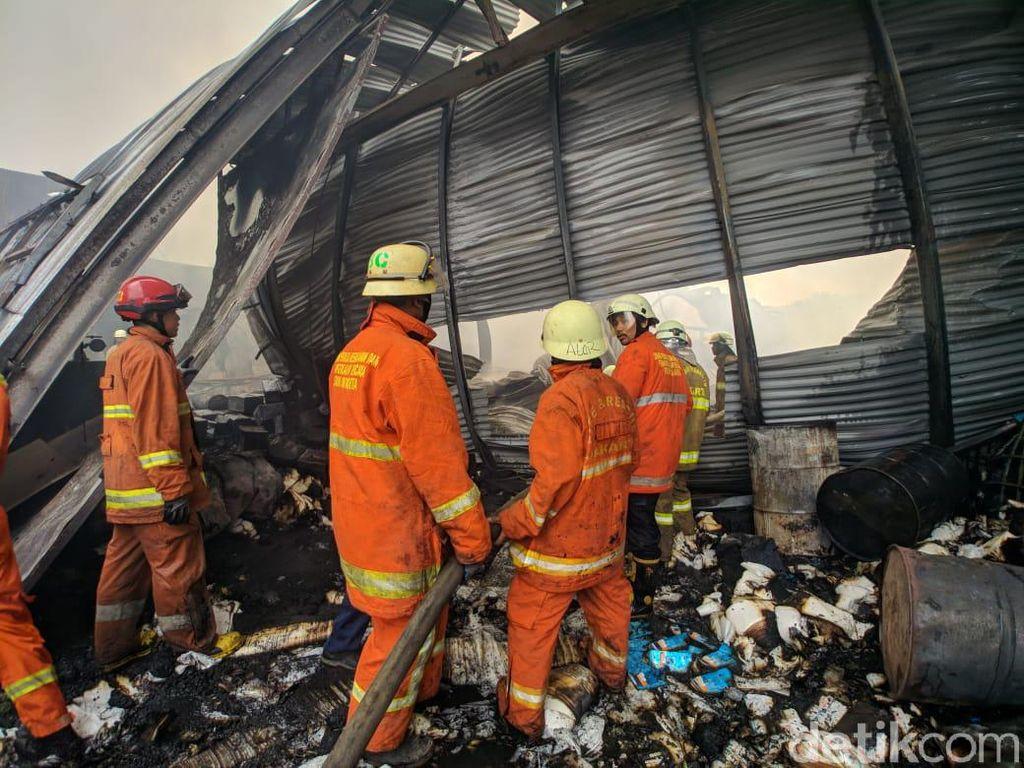 Api Padam, Kerugian Gudang Plastik di Ciracas Ditaksir Rp 2 Miliar