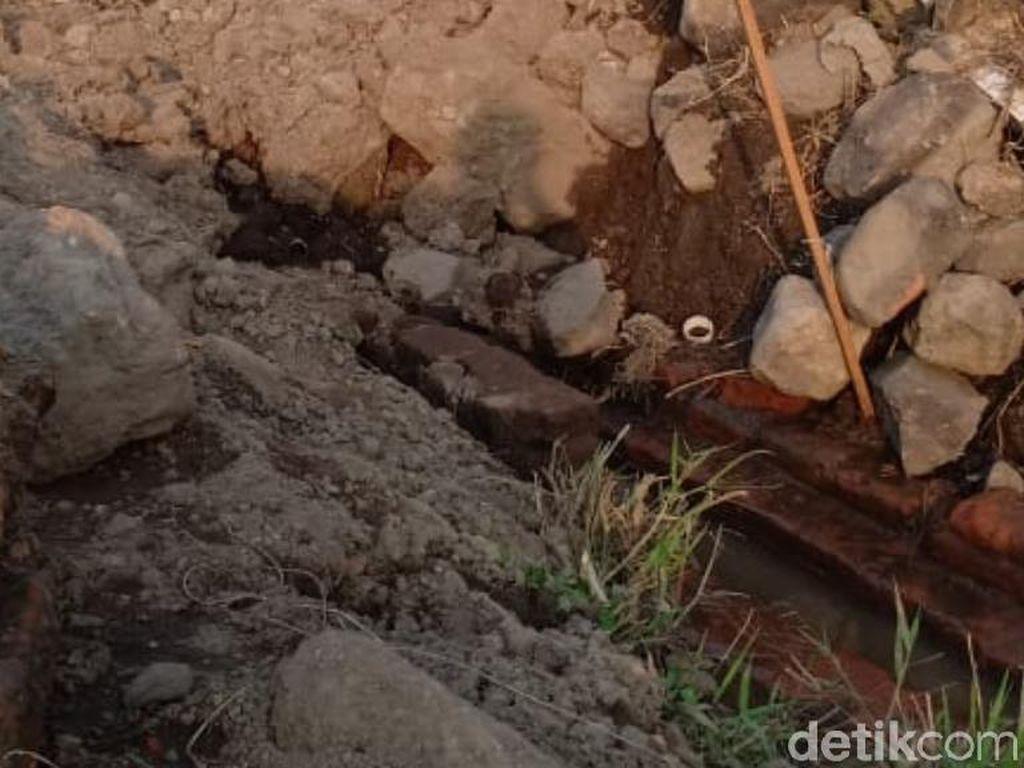5 Hari Ekskavasi, Ujung Saluran Air Kuno di Pasuruan Belum Ditemukan