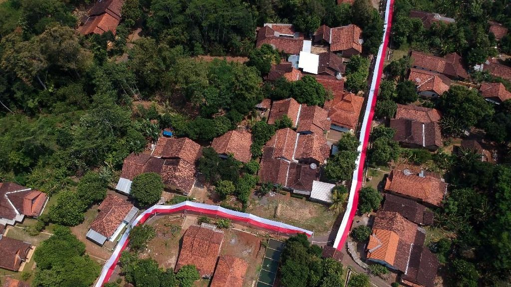 Wow, Bendera Merah Putih Sepanjang 350 Meter Mejeng di Jateng
