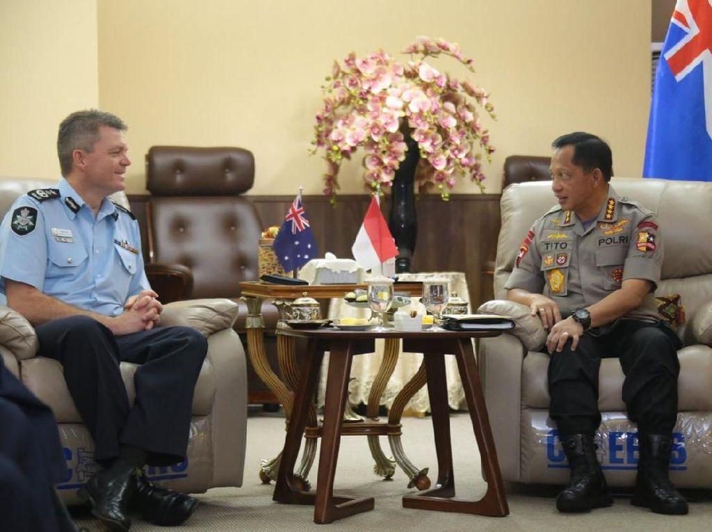 Kapolri dan Pejabat AFP Tukar Cerita Soal Kondisi Indonesia dan Australia