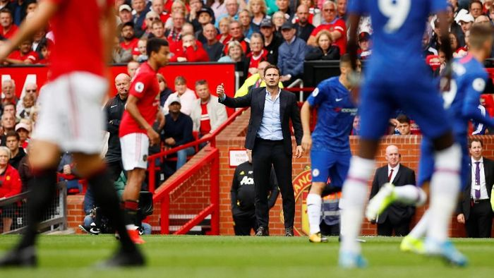 Frank Lampard saat memimpin Chelsea menghadapi MU di Old Trafford, Minggu (11/8). (Foto: Jason Cairnduff/REUTERS)