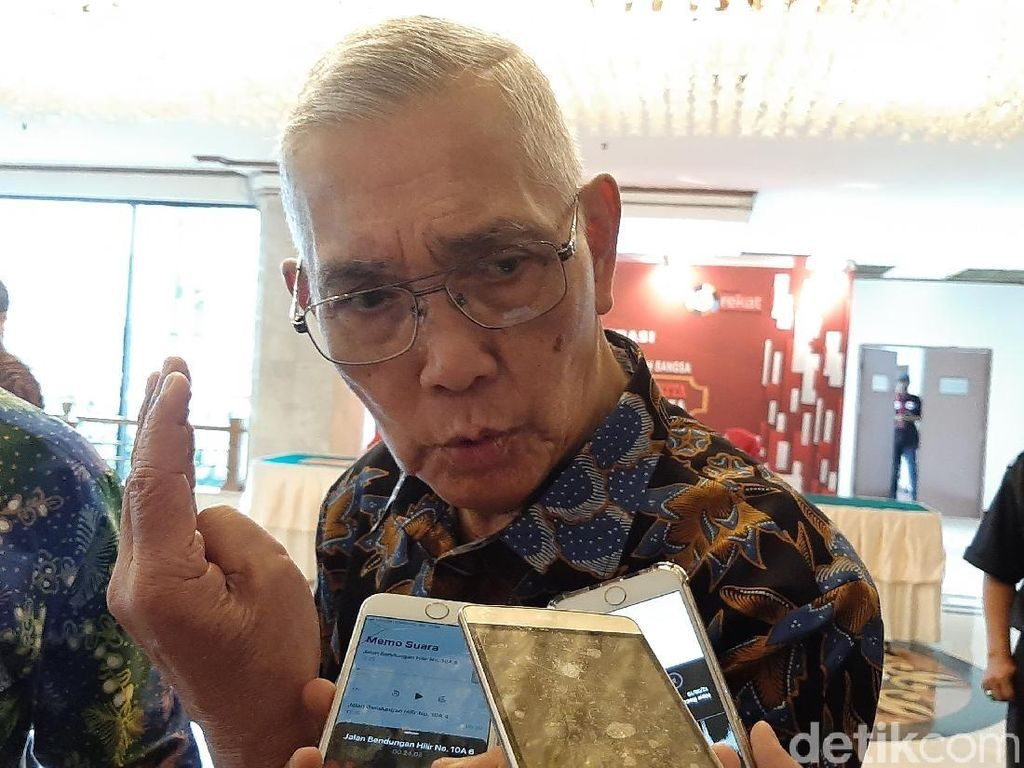 Jenguk Wiranto, Try Sutrisno: Operasi Selesai, Mari Kita Berdoa