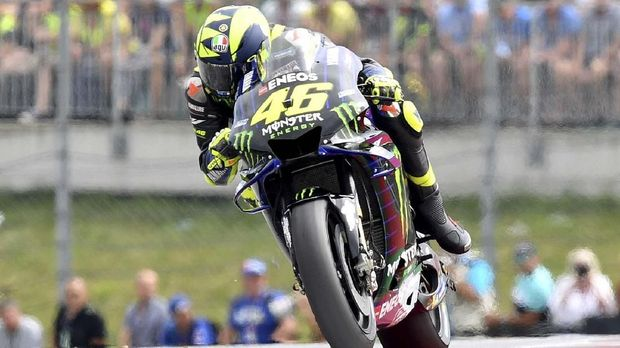 Italian rider Valentino Rossi of the Monster Energy Yamaha MotoGP steers his motorcycle during the MotoGP race at the Austrian motorcycle Grand Prix at the Red Bull Ring in Spielberg, Austria, Sunday, Aug. 11, 2019. (AP Photo/Kerstin Joensson)