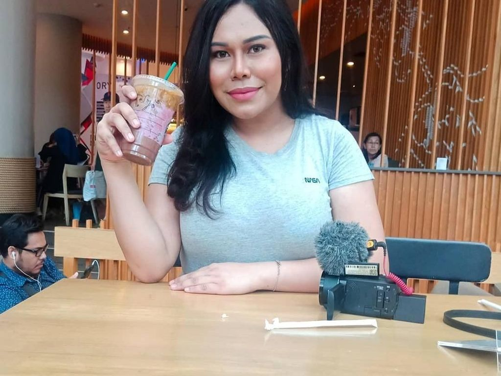 Ini Stasya Bwarlele, Transgender yang Hobi Makan dan Masak