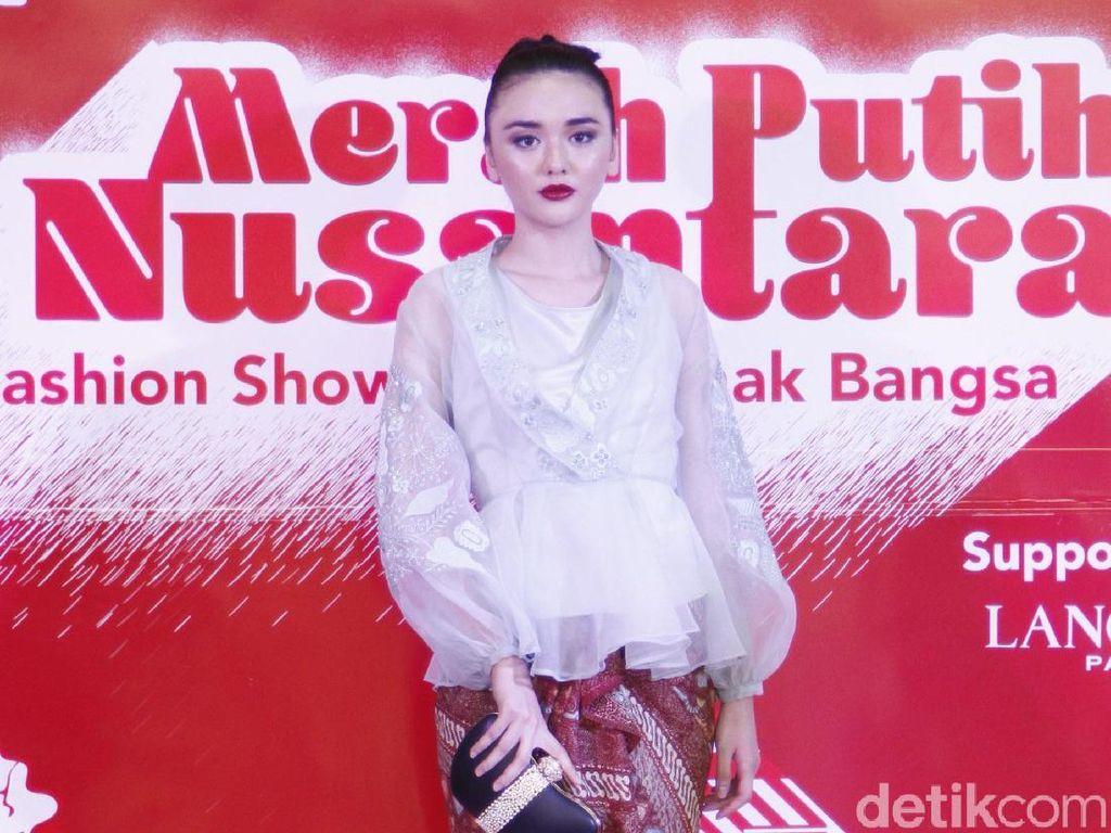 20 Koleksi Batik dan Tenun dari Metro Department Store untuk HUT RI ke-74