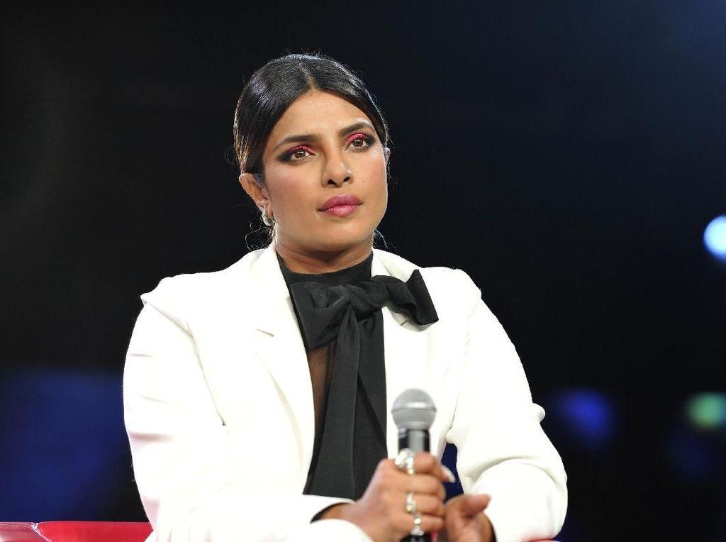 Priyanka Chopra Merasa Sendiri dan Tak Bahagia, Ada Apa?