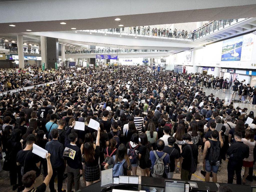 Tertahan di Bandara Hong Kong, 47 Orang Tim Renang DKI Dibawa ke KJRI