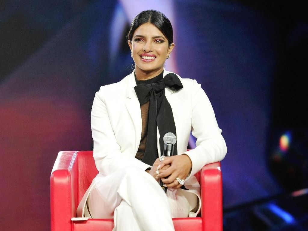 Rumor Priyanka Chopra Selingkuh dengan Shahrukh Khan, Ini Fakta-faktanya