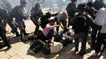 Detik-detik Bentrokan Polisi Israel vs Muslim Palestina Saat Idul Adha