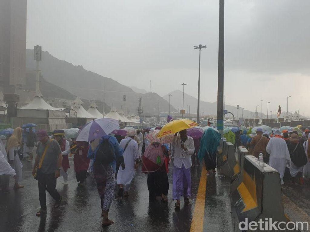 Hujan Deras dan Angin Kencang Menerjang Mina