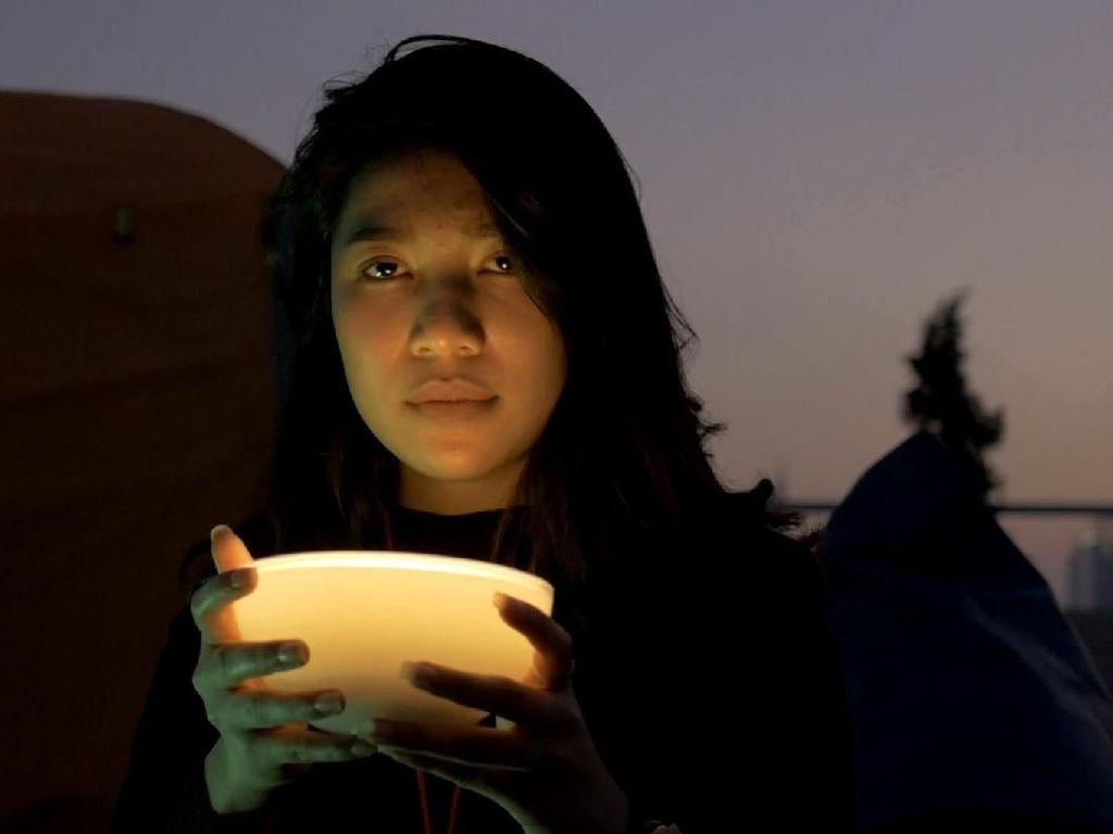Earphone dan Lampu Ini Bikin Traveling Kamu Jadi Praktis