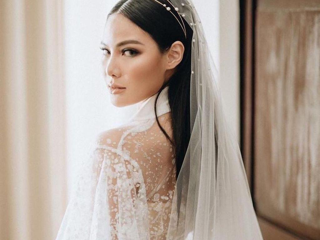 Potret Beauty Influencer Vinna Gracia yang Makeup Sendiri di Hari Pernikahan