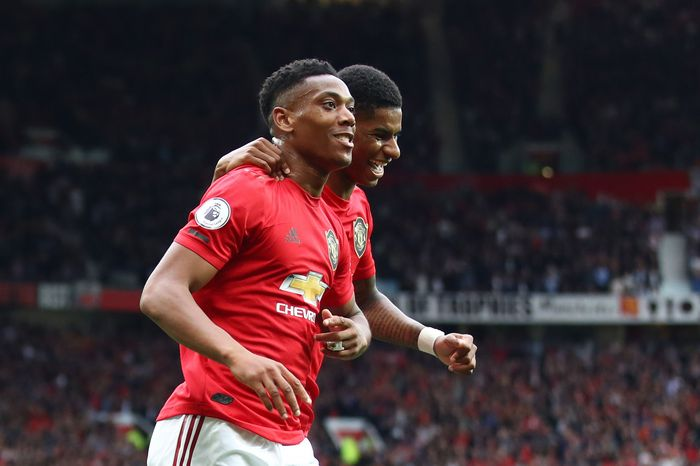 MANCHESTER, ENGLAND - AUGUST 11: Anthony Martial of Manchester United celebrates with teammate Marcus Rashford after scoring his teams second goal during the Premier League match between Manchester United and Chelsea FC at Old Trafford on August 11, 2019 in Manchester, United Kingdom. (Photo by Julian Finney/Getty Images)