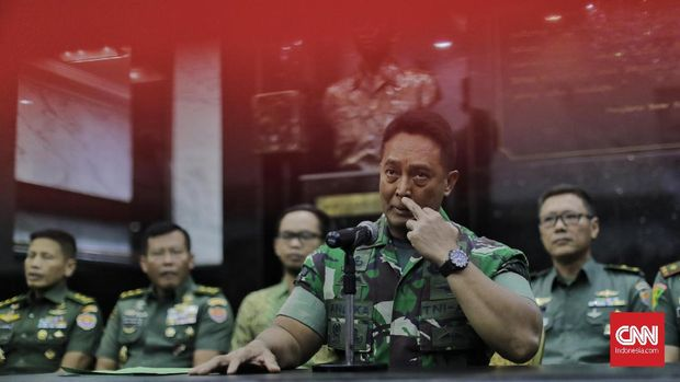 Kepala Staf Angkatan Darat (Kasad) Jenderal TNI Andika Perkasa memberikan keterangan terkait polemik calon taruna Akademi Militer (Akmil) Enzo Allie di Mabes AD. Jakarta, Selasa, 13 Agustus 2019.