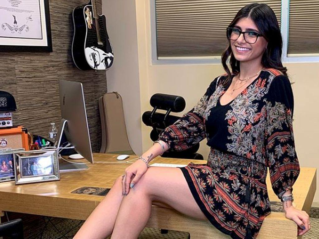 Eks Bintang Porno Mia Khalifa Ungkap Alami Pelecehan di Balik Foto Berhijab