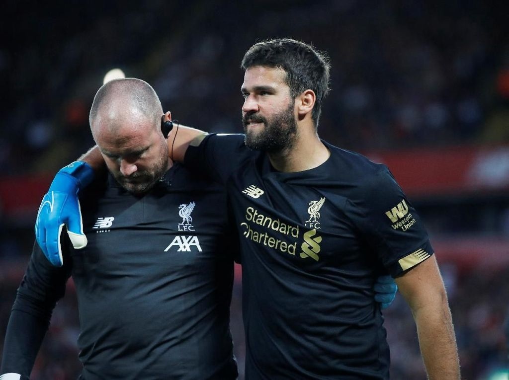 Alisson Bisa Comeback Lawan Leicester?
