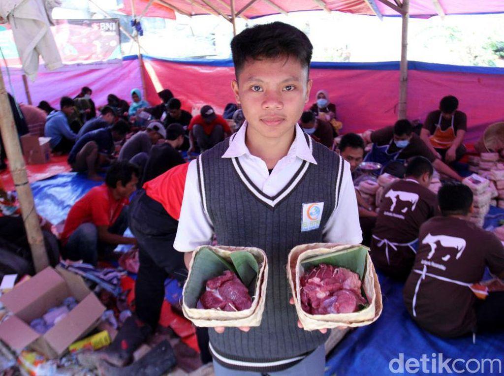 Antusias Pelajar di Bandung saat Berkurban