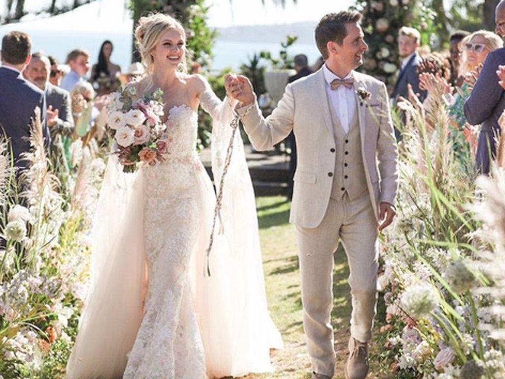 Matt Bellamy Muse Resmi Nikah dengan Model di Malibu