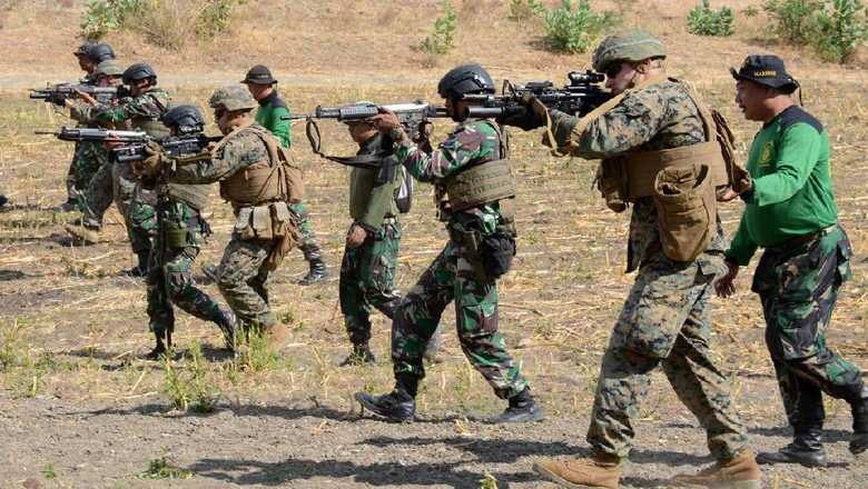 Marinir Indonesia dan AS Berlatih Tembak Tempur, Yuk Intip!