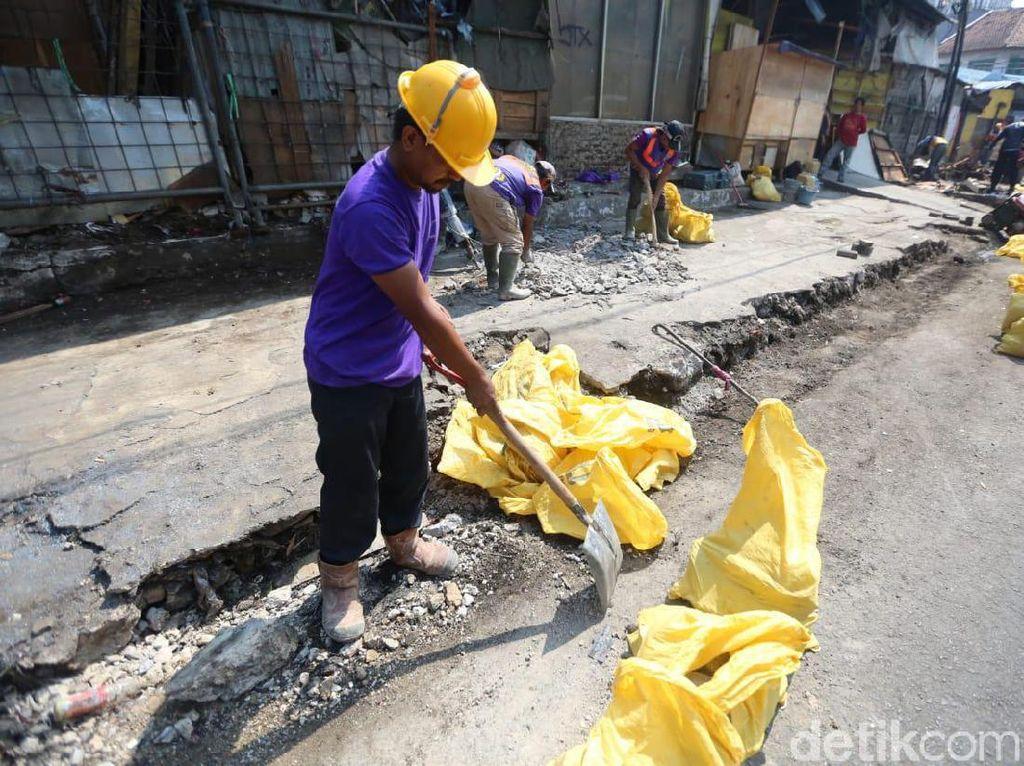 Setelah Puluhan Tahun, Akhirnya Sebagian Lapak PKL Cicadas Dibongkar