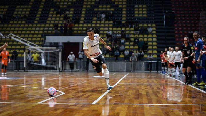 Pemain futsal Corinthians Douglas Nunes ditembak mati. (Foto: Twitter @corinthians)