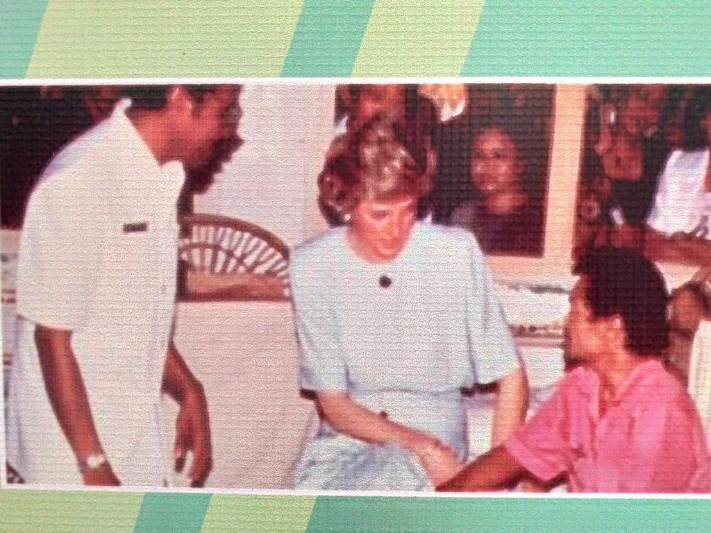 Kenangan Jadul Saat Lady Diana Temui Pasien Kusta di Indonesia