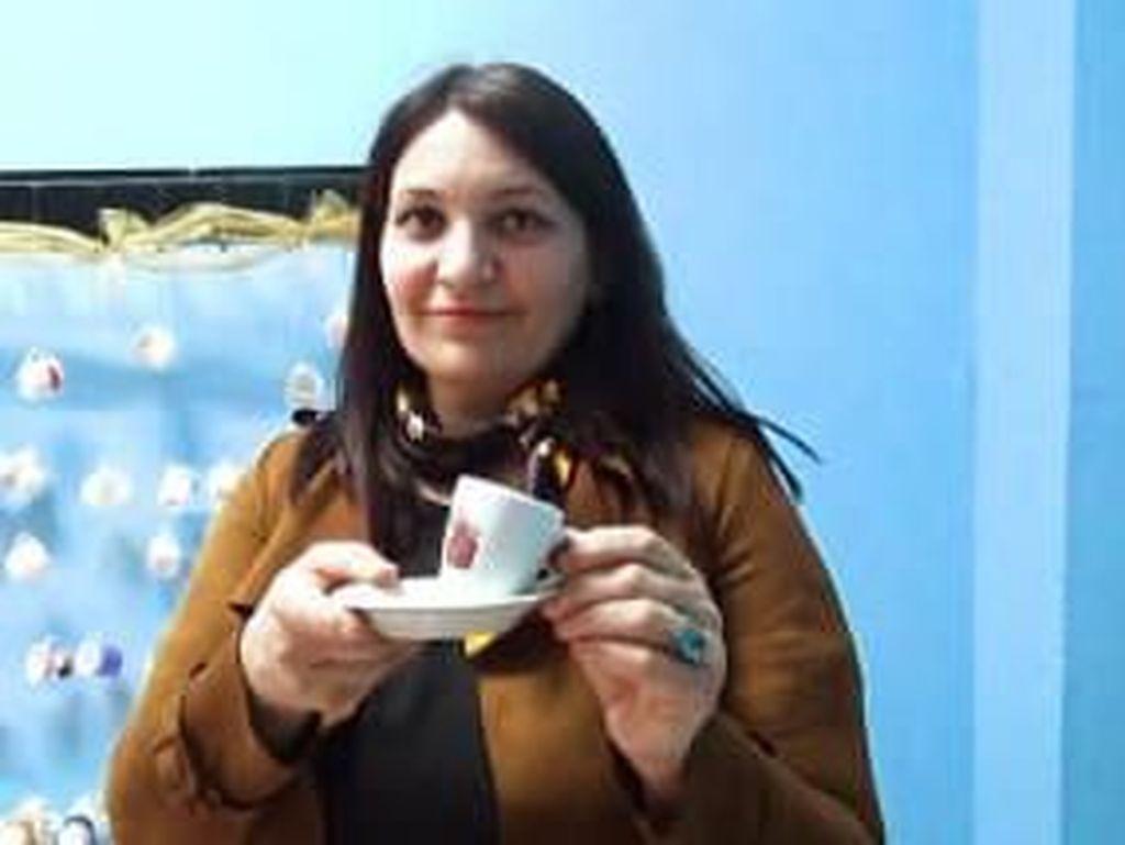Pencinta Kopi, Wanita Ini Koleksi 3.000 Cangkir Kopi