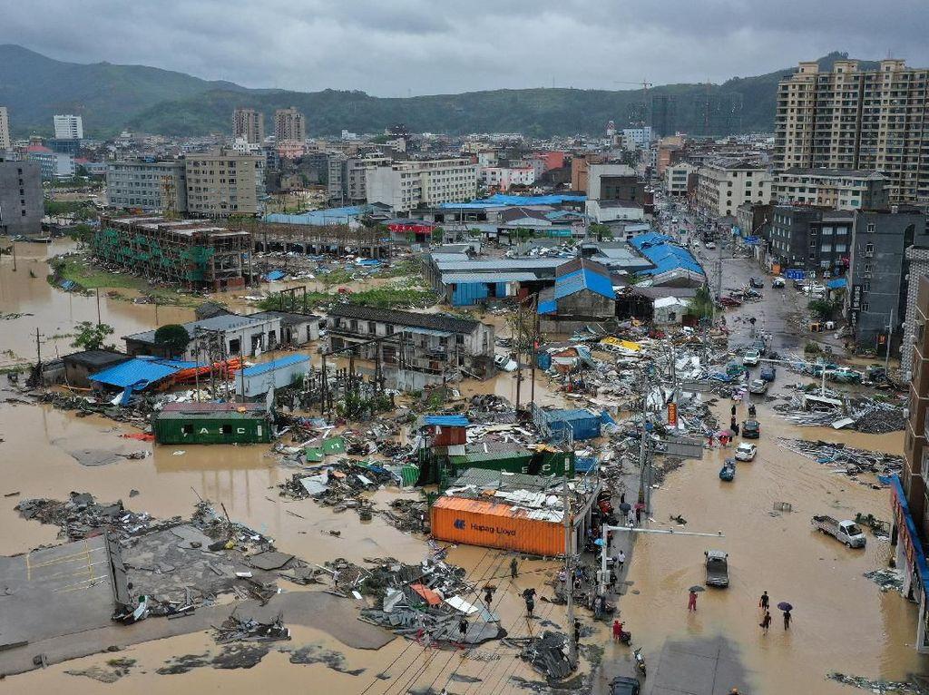 49 Orang Tewas Akibat Dahsyatnya Topan Lekima di China