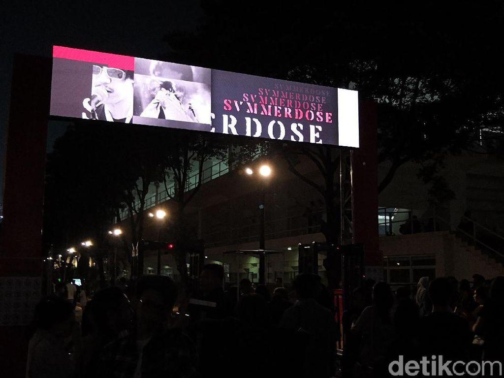 Konser LANY Hari Pertama di Jakarta Mendadak Batal, Penonton Ricuh