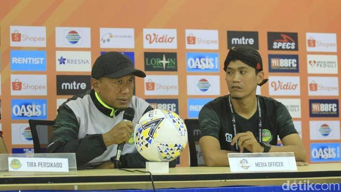Pelatih Tira Persikabo Rahmad Darmawan (kiri) (Amalia Dwi Septi/detikSport)