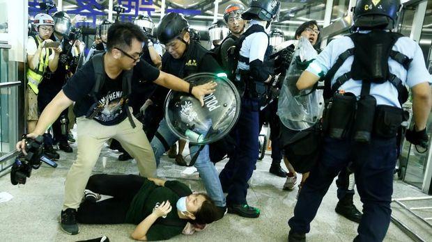 China Sebut Demo di Bandara Hong Kong Seperti Aksi Teroris