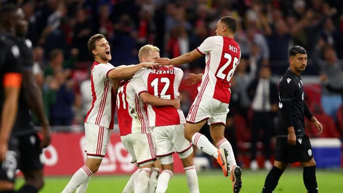Ajax Amsterdam melaju ke playoff Liga Champions usai singkirkan PAOK Salonika (Dean Mouhtaropoulos/Getty Images)