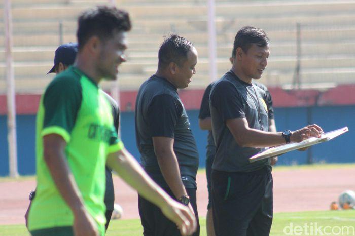 Dalam pekan ke 14 Liga 1 2019, Persebaya melawat ke markas Arema di Stadion Kanjuruhan, Kamis (15/8). Persebaya akan tampil tampa Djanur, sapaan karib Djajang Nurjaman, yang dicopot dari jabatannya usai diimbangi Madura United.