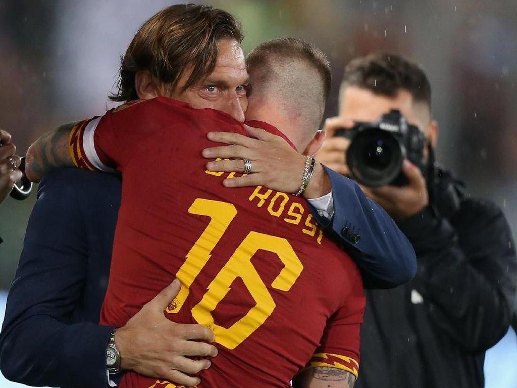 Pjanic Gagal Paham dengan Perlakuan Roma ke Totti-De Rossi