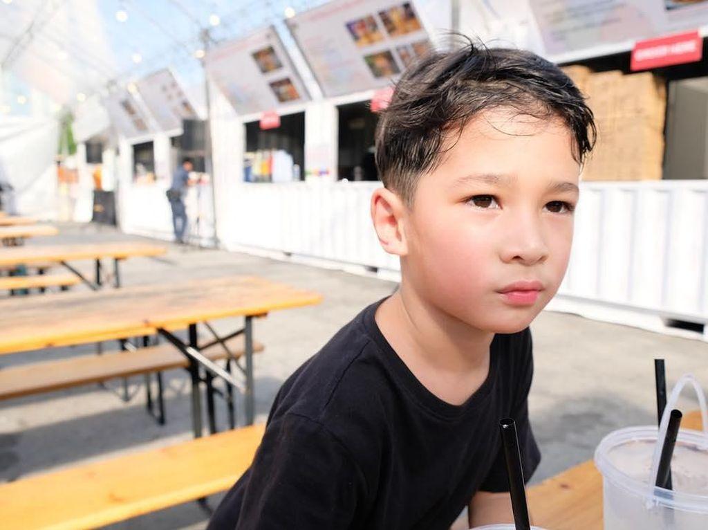 Gemasnya Seth Ananda, Anak Marcell Siahaan yang Piawai Bikin Mi Goreng
