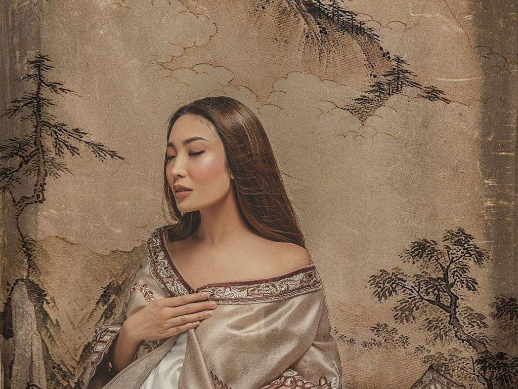 Cerita Ayu Dewi yang Melahirkan Anak Ketiga di Tanggal Cantik