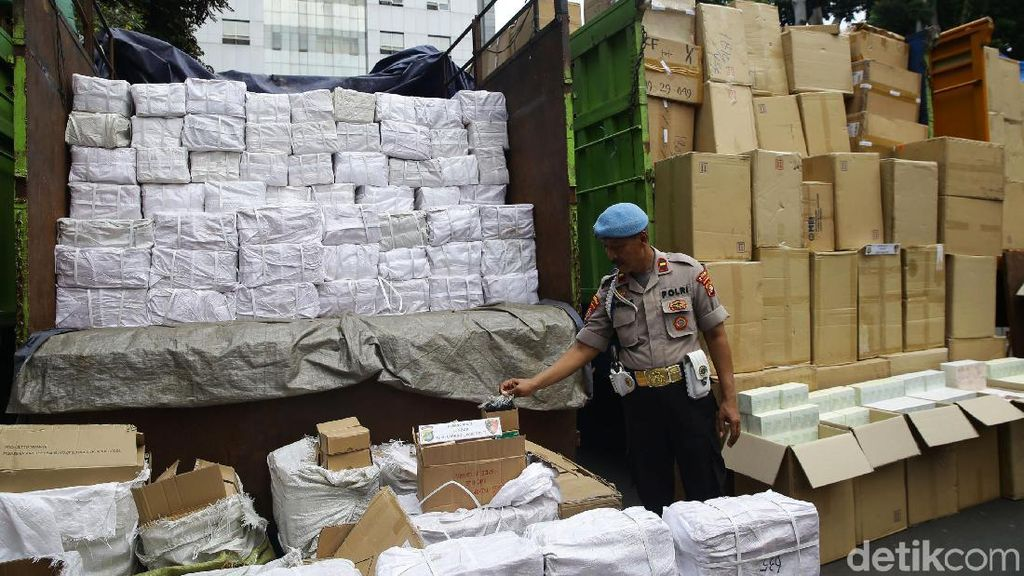 Polisi Gagalkan Penyelundupan Barang Ilegal dari China