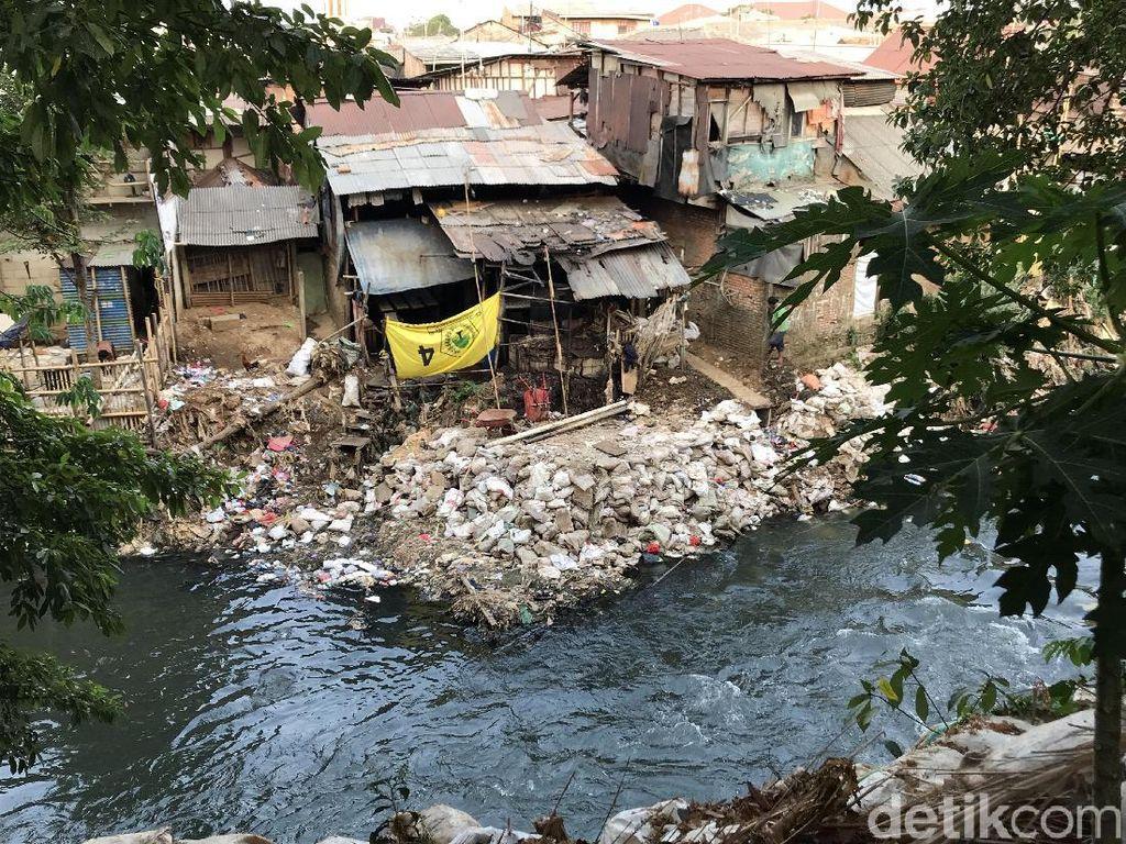 Warga Bantaran Perlebar Lahan Kali Ciliwung, Pemprov DKI: Akan Dibersihkan