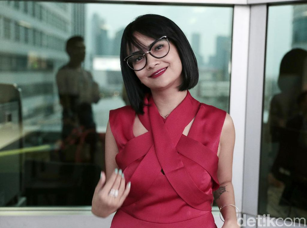 Mas B Bikin Vanessa Angel Merem-Melek di Vlog Perdana, Ngapain Sih?