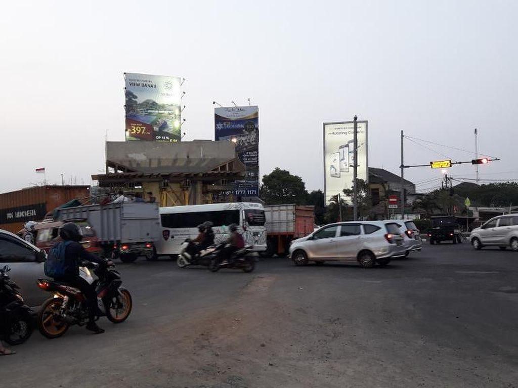 Ada Proyek Flyover, Jalan Ahmad Yani ke Tol Bekasi Barat Ditutup Malam Ini