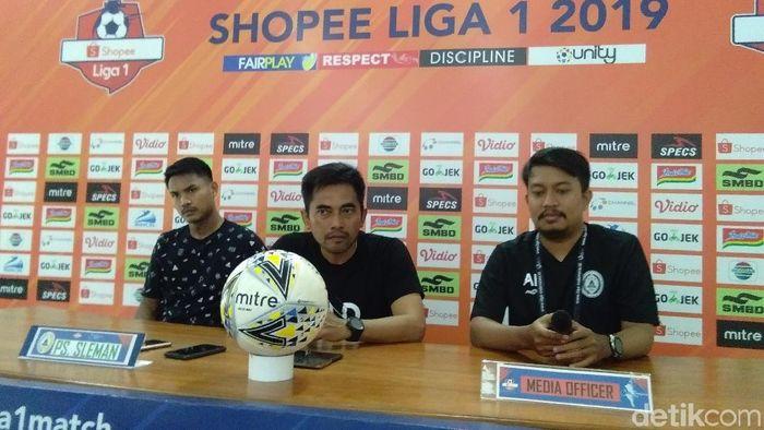 Seto Nurdiantoro, pelatih PSS Sleman (tengah) (Usman Hadi/detikSport)