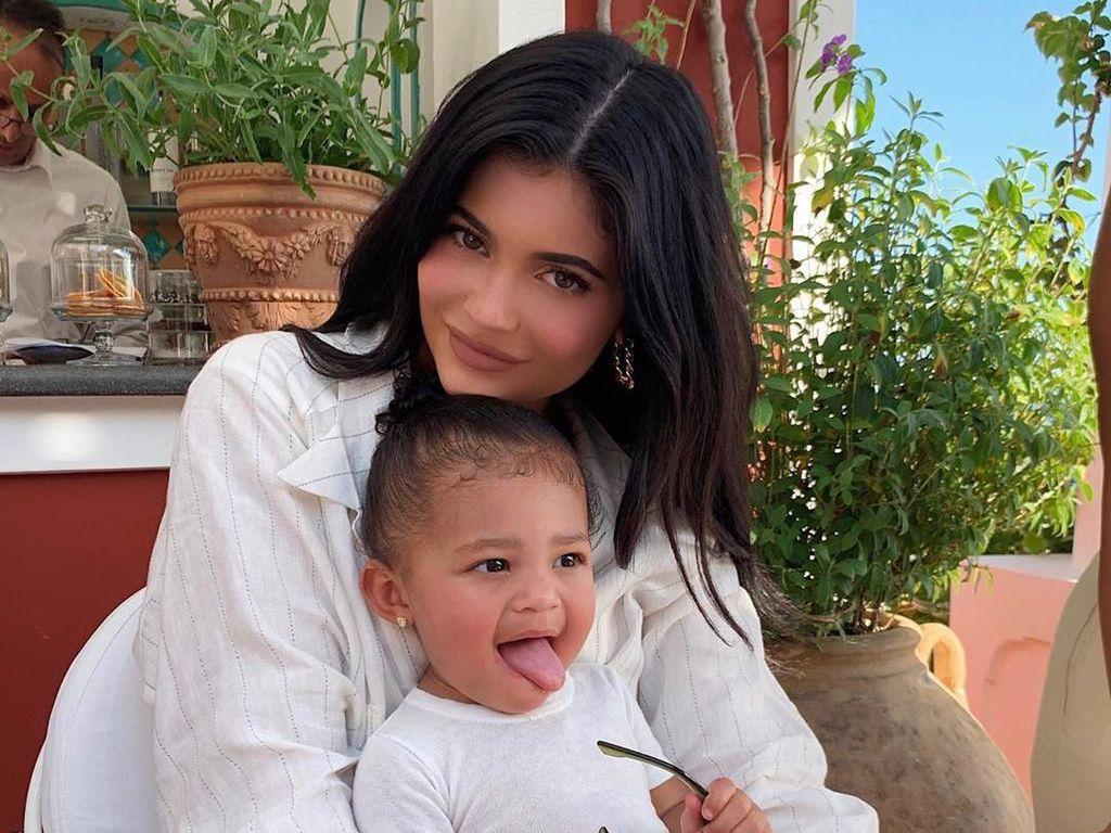 Baru Ulang Tahun ke-22, Kylie Jenner Dikritik Seperti Ibu-ibu 40 Tahun