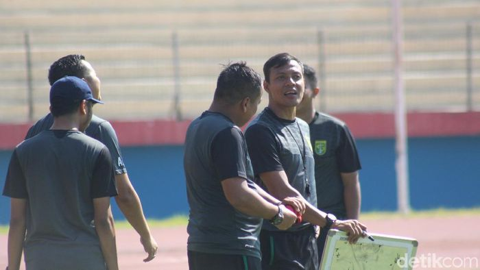 Bejo Sugiantoro mengklaim ruang ganti pemain persebaya oke meskipun tanpa Djajang Nurjaman. (Suparno/detikSport)