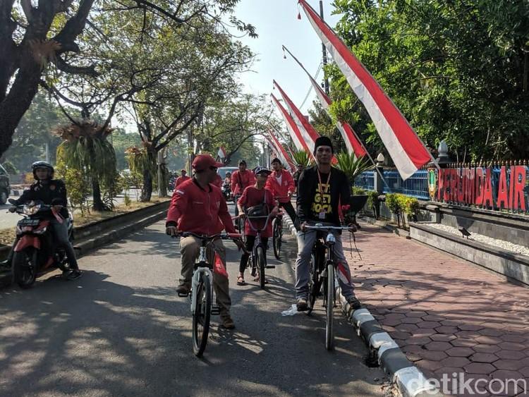 Anggota DPRD Surakarta Ngontel ke Pelantikan Diantar Puluhan Relawan