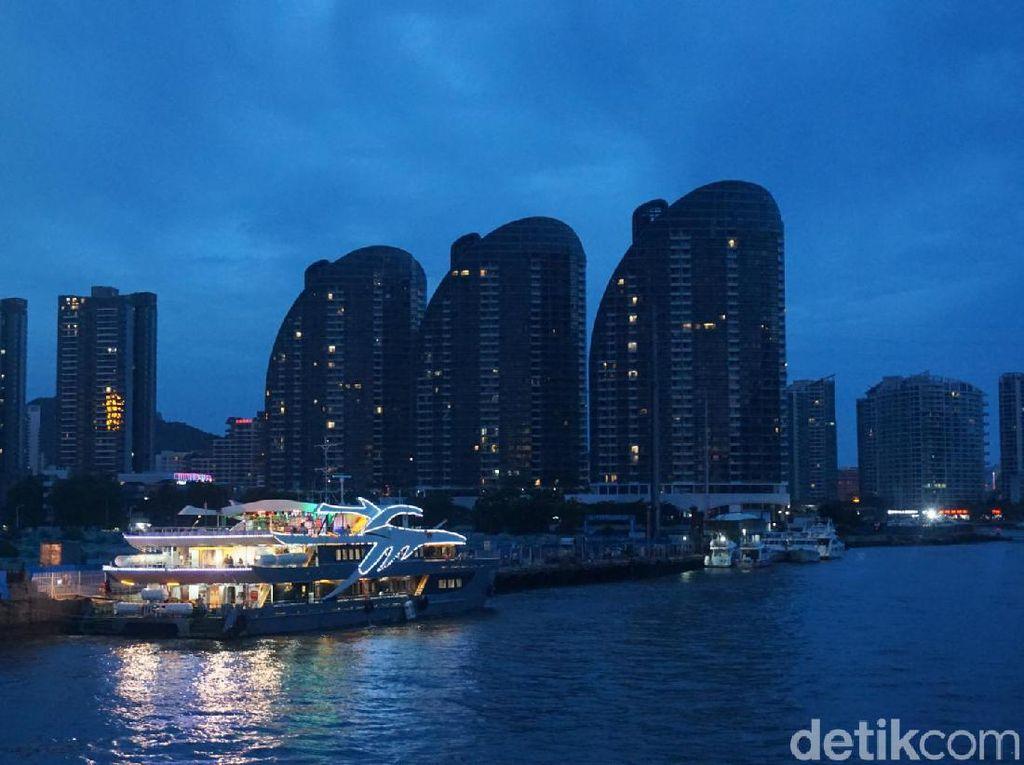 Foto: Malam Romantis Sambil Berlayar di Sanya, China
