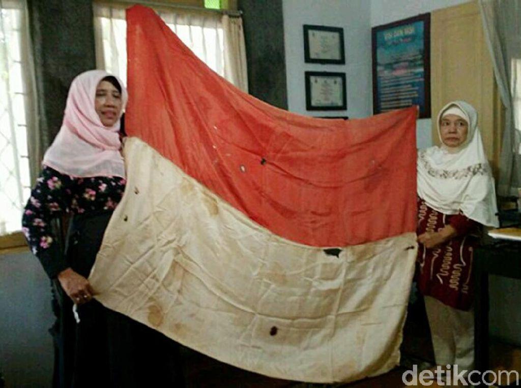 Olly Sastra dan Bendera Merah Putih Pertama di Cirebon