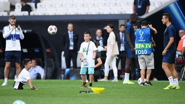 Jelang Piala Super Eropa, Liverpool Asyik Hibur Anak-anak Difabel